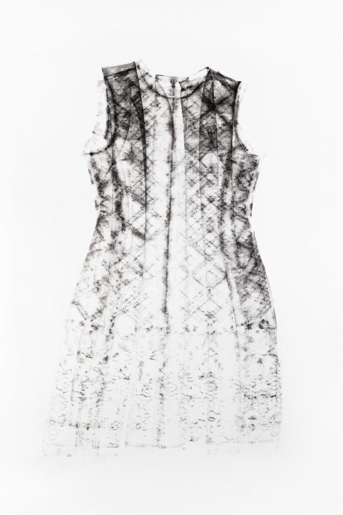 Kleid - Schwarzer Druck auf Weiß